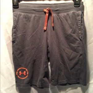 Under Armour cotton loose fitting shorts. SZ Med